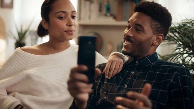 Motorola: Up-upgrade – Motorola Parodies Samsung's 'Growing Up'