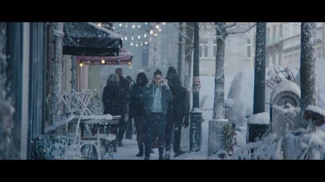 Apple: Holiday – Sway