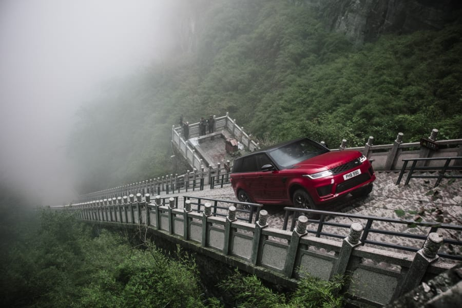 Range Rover: The Dragon Challenge - DAILY COMMERCIALS